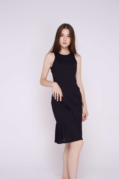 Ria Side Fold Pleated Midi In Black
