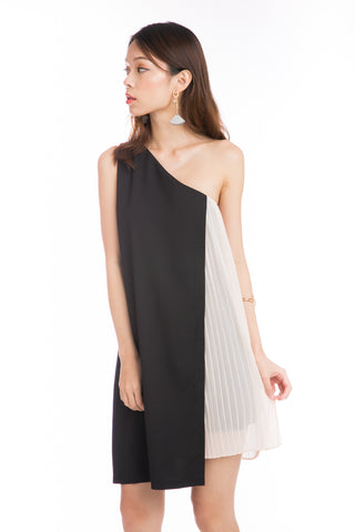 Alyia Toga Pleated Dress in Black