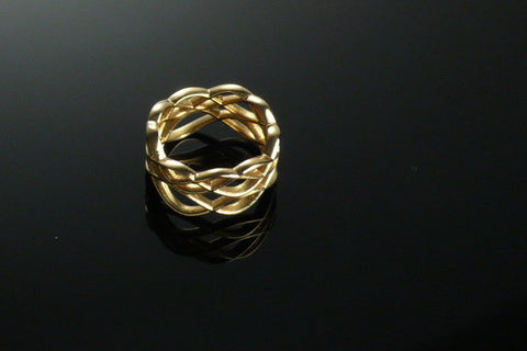 Skater's Waltz ring in gold