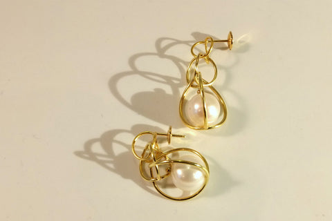 2CV gold earrings with pearls
