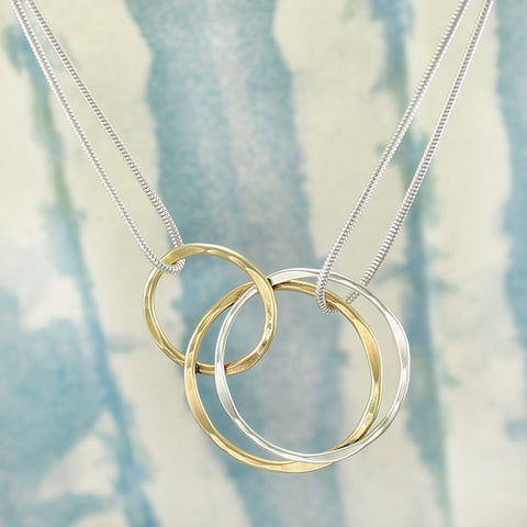 Interlocking Wire Hammered Wire Rings Necklace in Brass and Silver