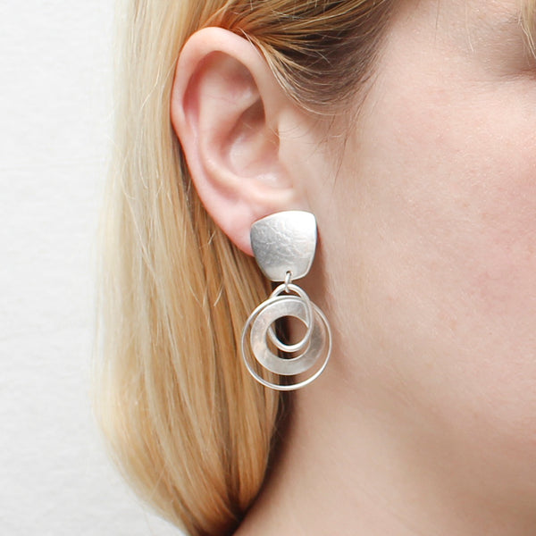 Tapered Square with Interlocking Smooth and Wide Rings Earring