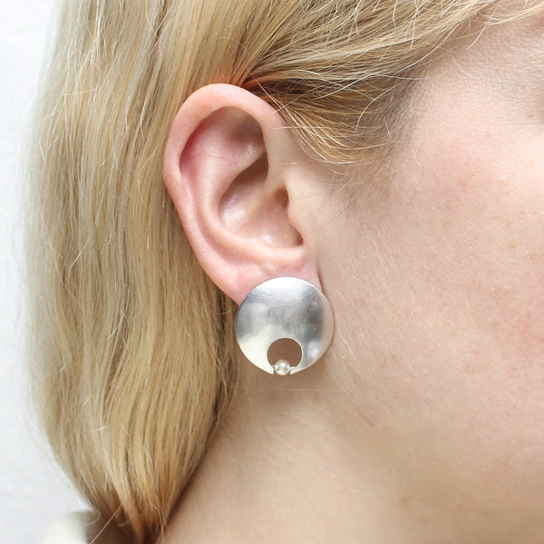 Cutout Disc with Cream Pearl Post Earring