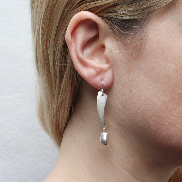 Curve with Organic Grey Pearl Wire Earring