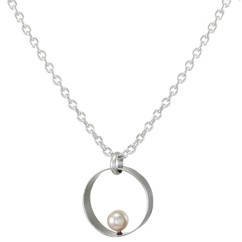 Wide Rim with Cream Pearl Necklace