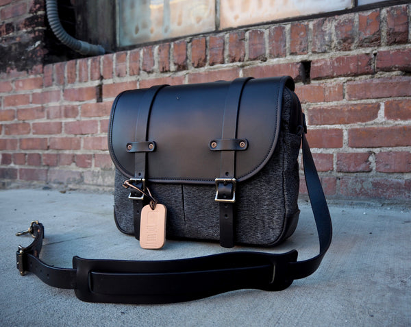 Field Bag in Black Salt and Pepper/Black Auburn