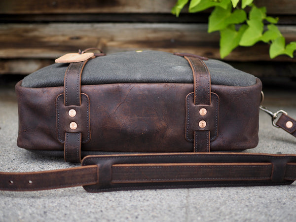 Briefcase in Heavy Olive/Snuff Mohawk