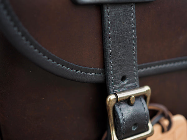 Field Bag in Brown Chromexcel Horsehide/Black Essex