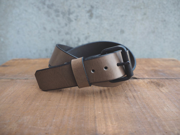 Grey leather 1.5 inch belt with black stainless roller buckle.