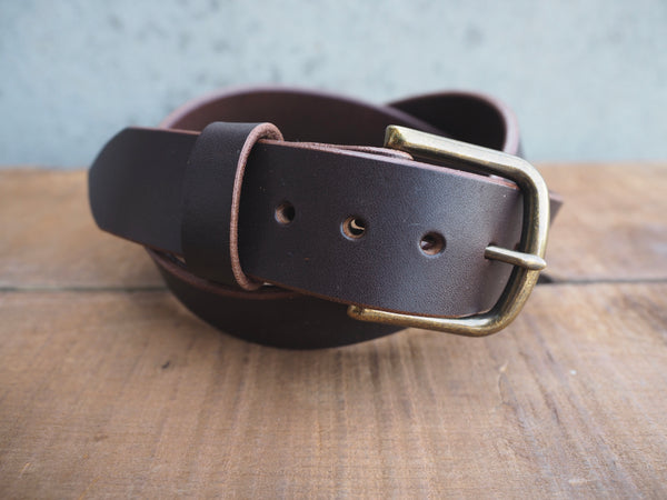 waxy brown 1.5 inch belt with rounded brass buckle