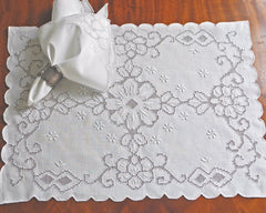 Placemat and napkin set in white linen. Hand embroidered in drawnwork.
