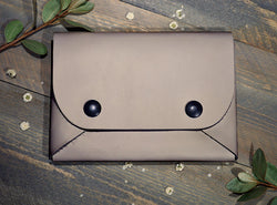 Clay - Midi Travel Wallet