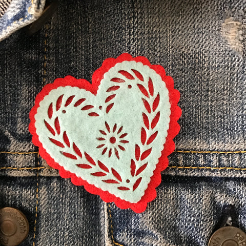 Heart - Corazon - felt pin