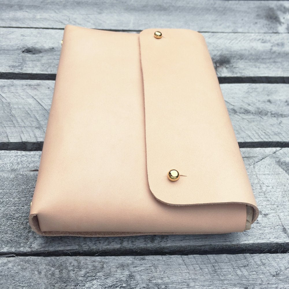 MONA handmade leather pouch - side view
