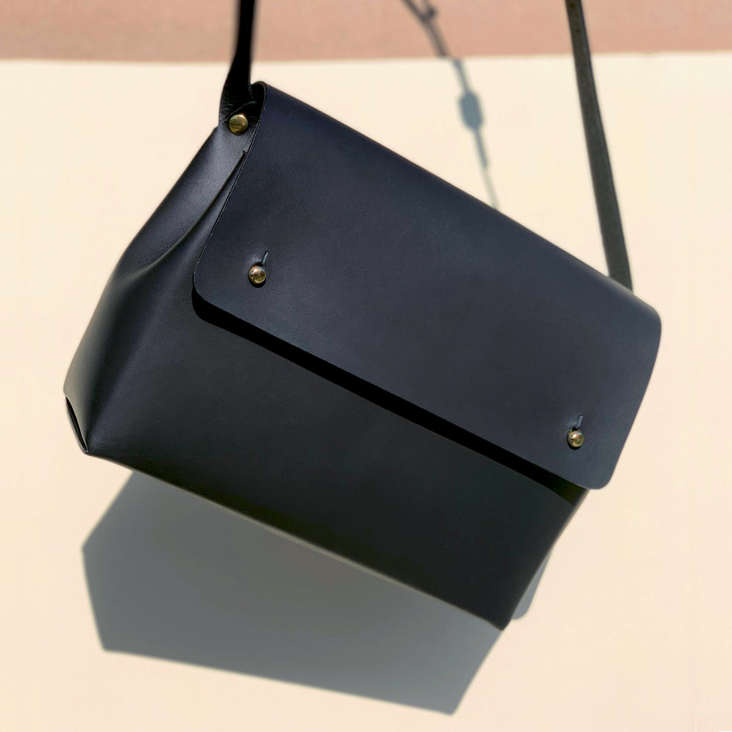 SCYLLA - Leather shoulder bag - Matte Black