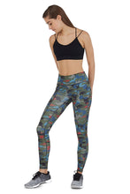 Load image into Gallery viewer, PHONE POCKET LEGGING IN CAMOUFLAGE