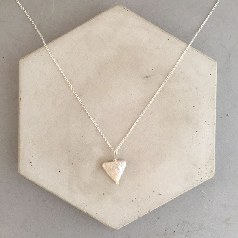 Rebecca little triangle pearl necklace