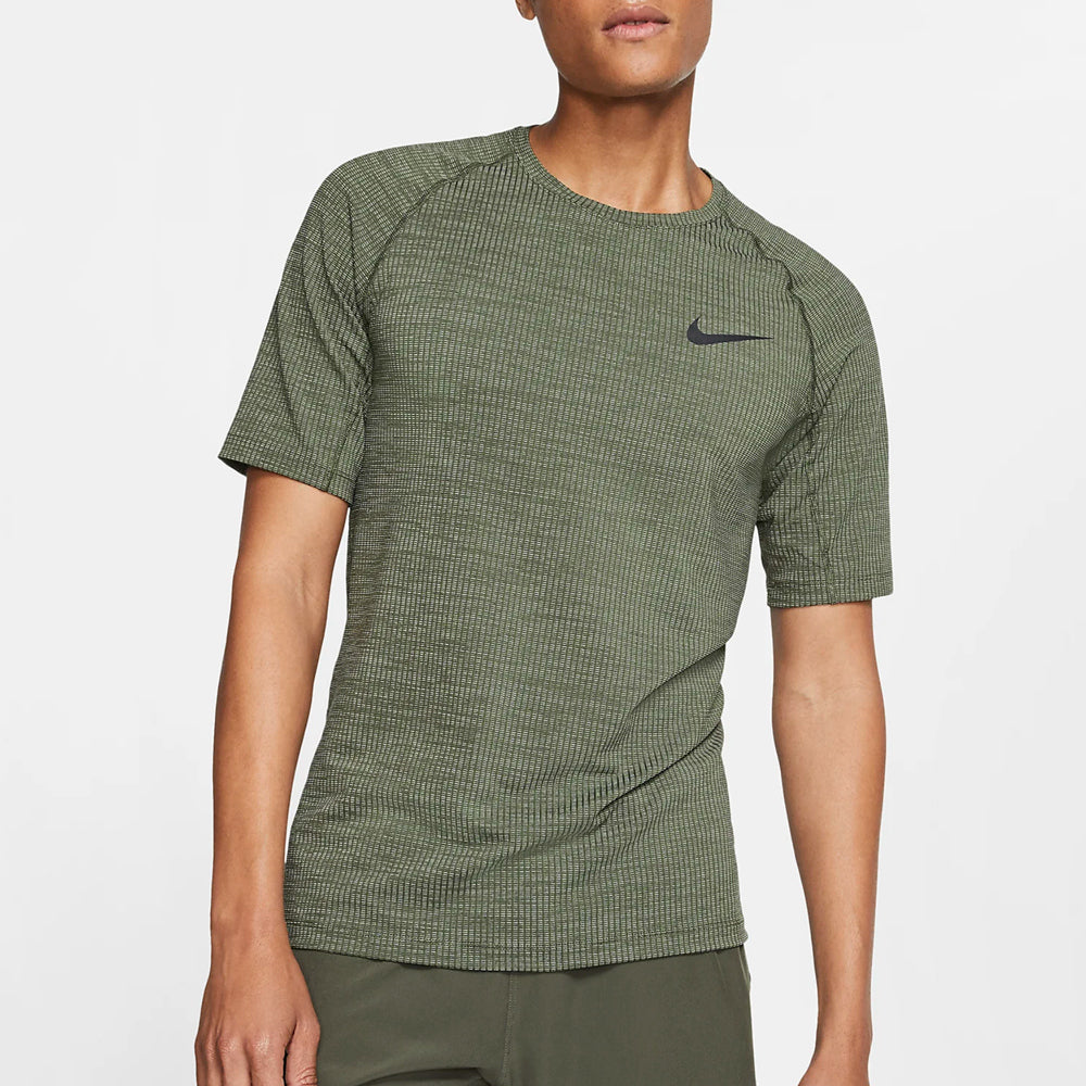 Precaución Personas mayores ornamento  Men's Nike Pro Slim Short Sleeve – Box Basics