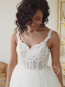 Beautiful Princess Wedding Dress with Tulle and Lace Skirt