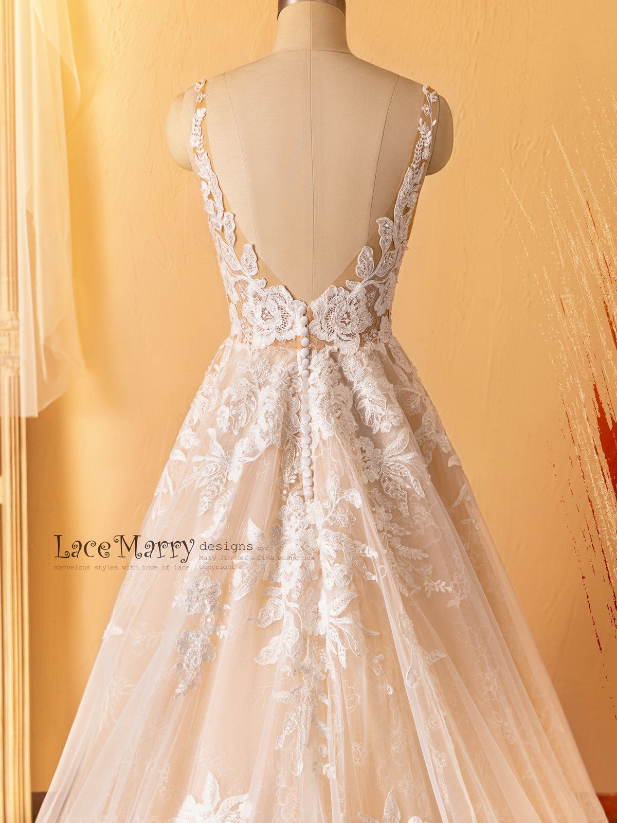 V Cut Back Wedding Dress with Gorgeous Flower Appliques