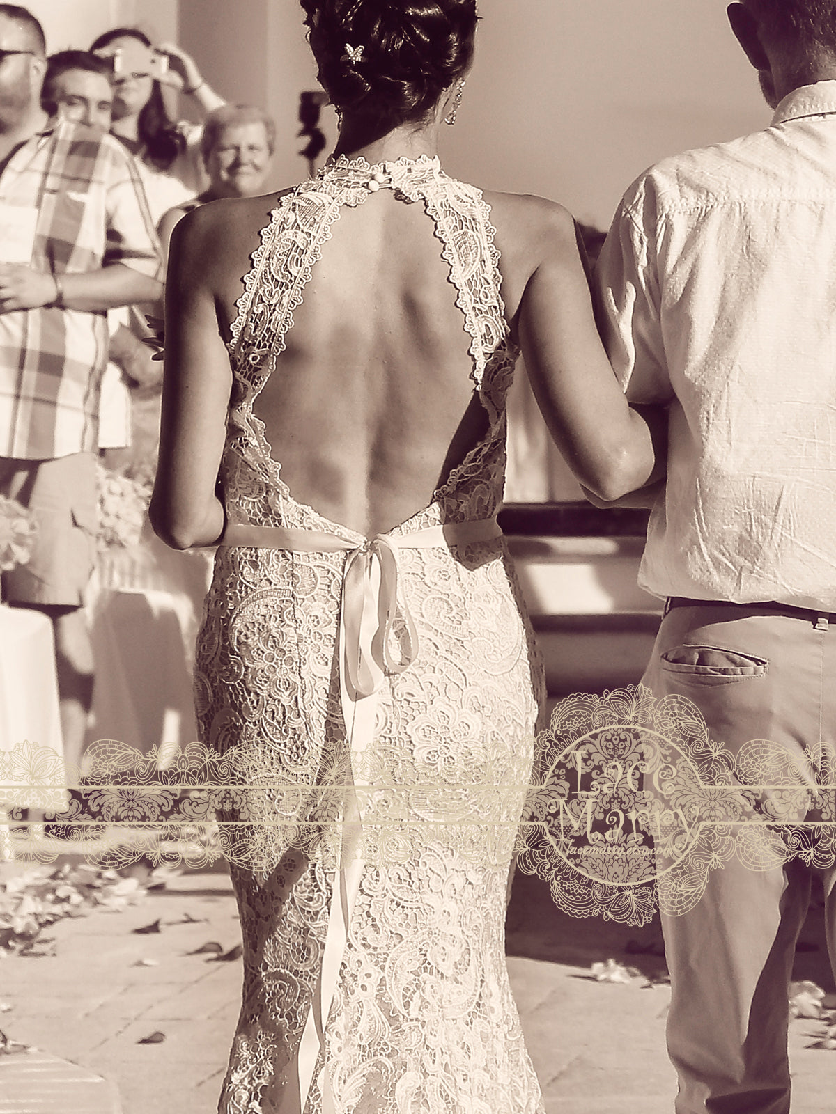 Sexy Backless Keyhole Back Lace Wedding Dress