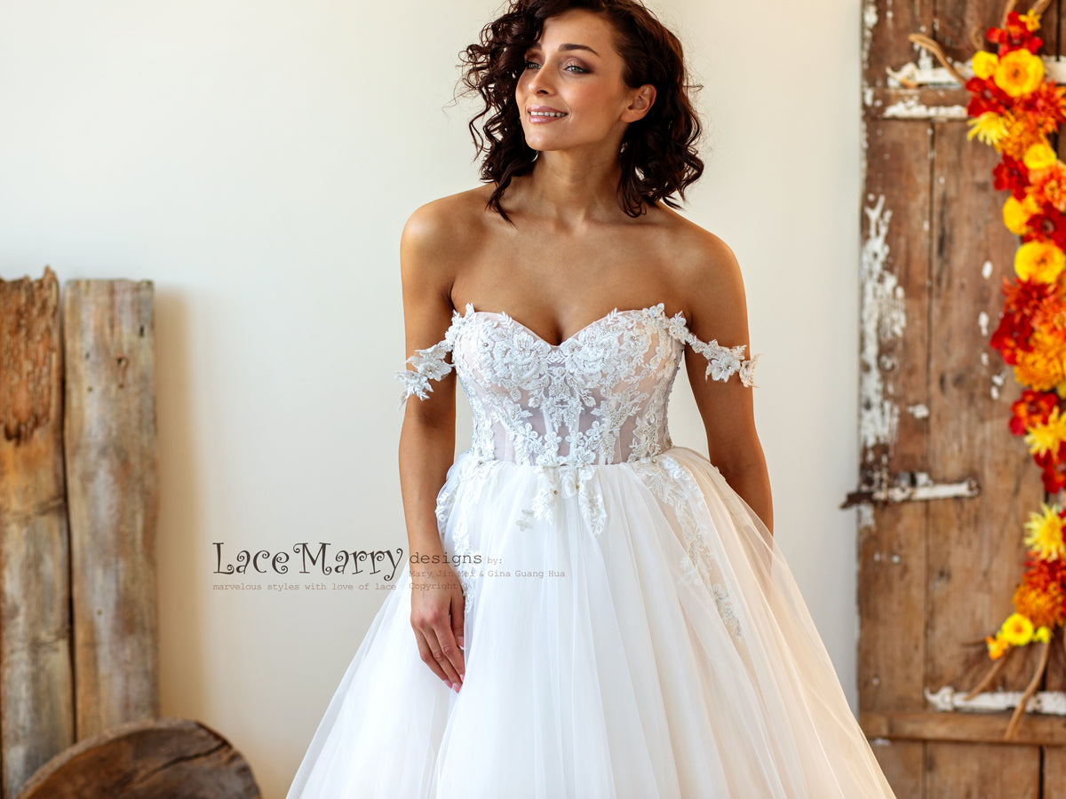 Beach Wedding Dress with Off Shoulders