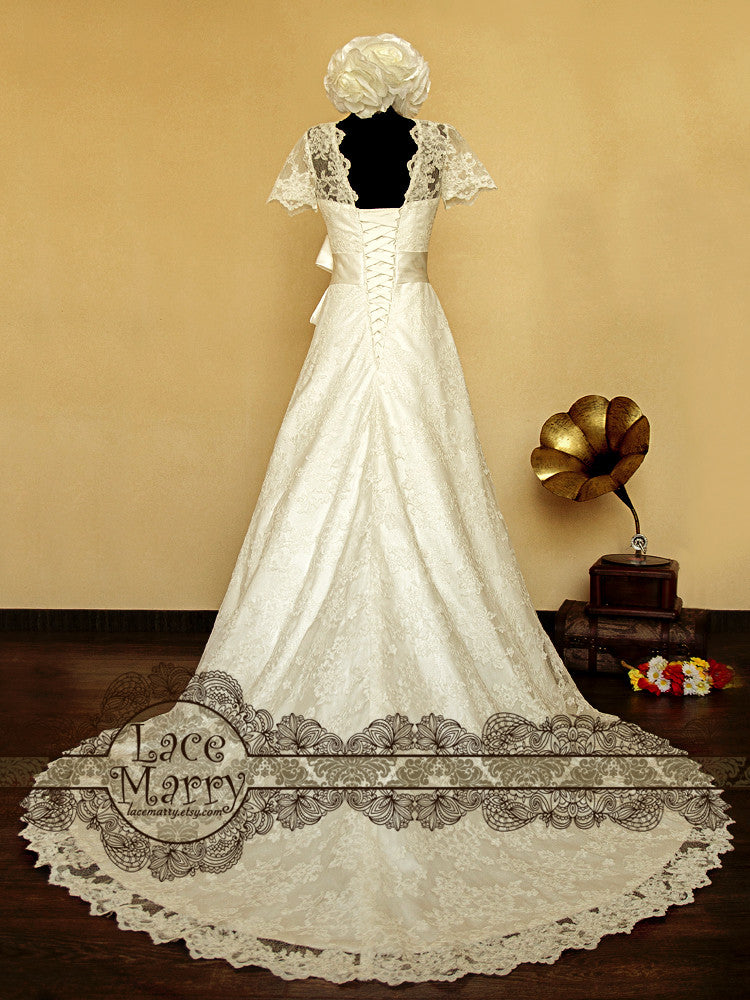 Lace up Closure Wedding Dress with Sleeves