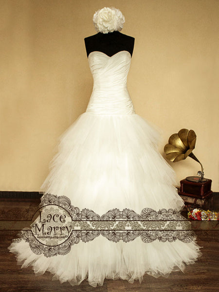 Ball Style Puffy Tulle Skirt Wedding Dress