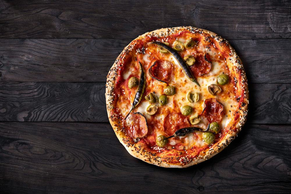 Salami, Green Chilli & Olive Pizza
