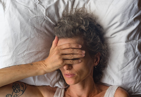 Causes of sleeplessness may include poor sleeping habits due to shift work, stress, aging, too much stimulation before bed, and noisy environments.