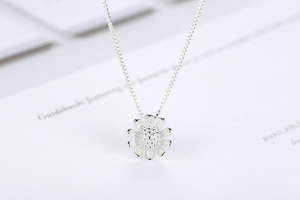 Simple Retro Chrysanthemum Long Pendant Necklace