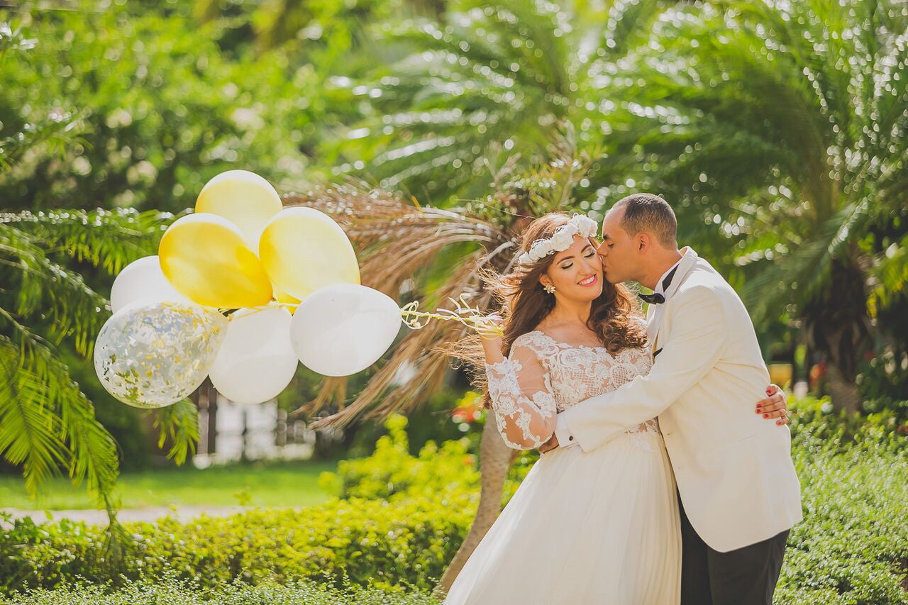 Outdoor Bridal Photoshoot - White and Yellow Ballons