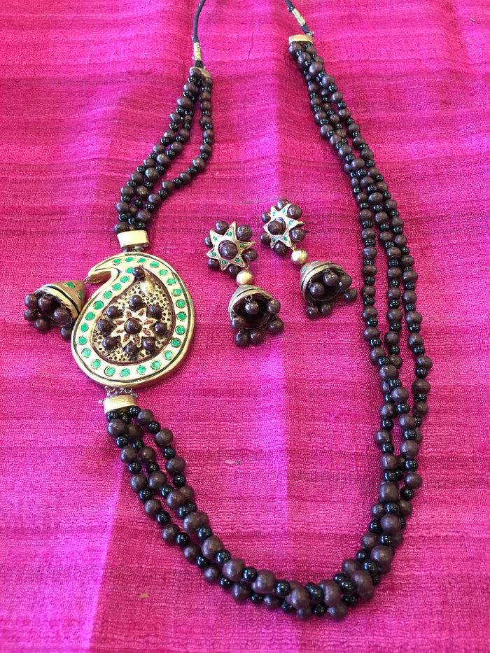 Handmade Terra Cotta Fashionable Necklace Set - Maroon & Black