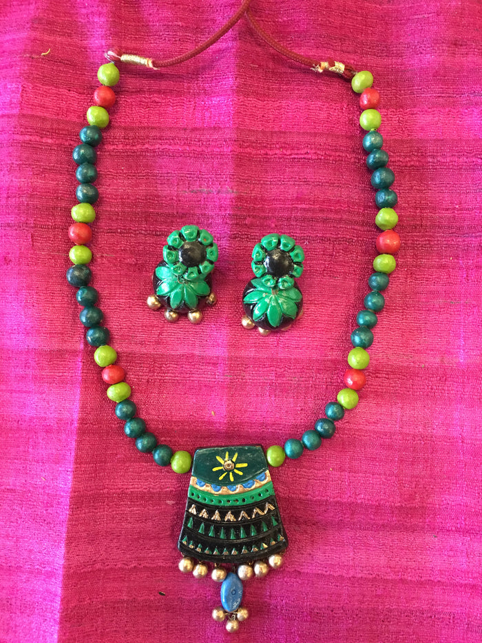 Handmade Terra Cotta Fashionable Necklace Set - Green & Black