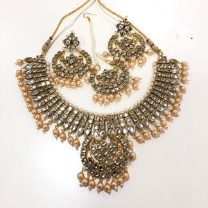Traditional Style Kundan Necklace Set
