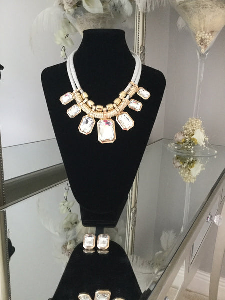 Harriet White and Gold Gem Necklace With Gem Stud Earrings - LadyVB   s.r.o - 2