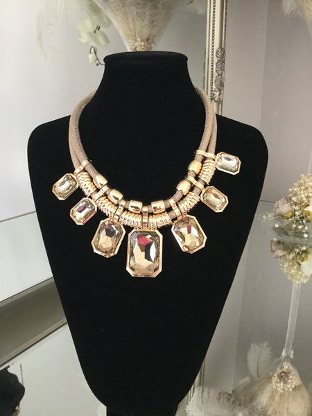Harriet Beige and Gold Gem Necklace With Gem Stud Earrings - LadyVB   s.r.o - 3