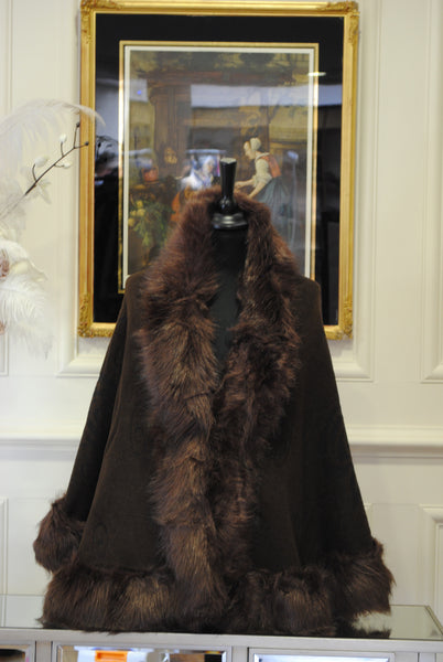 Brown Knit Cape with Fur Stole Trim - LadyVB   s.r.o - 1