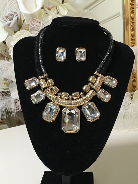 Harriet Black and Gold Gem Necklace With Gem Stud Earrings - LadyVB   s.r.o - 2