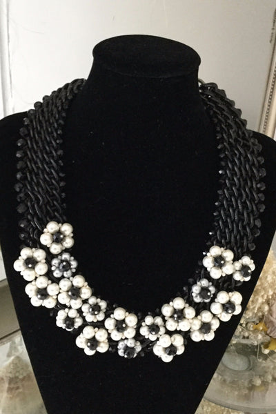 Black and White Floral Necklace - LadyVB   s.r.o