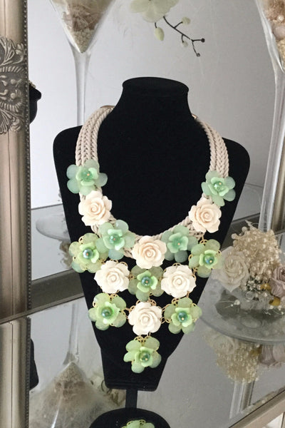 Grace Green Floral Necklace - LadyVB   s.r.o