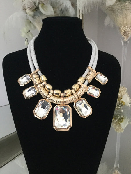 Harriet White and Gold Gem Necklace With Gem Stud Earrings - LadyVB   s.r.o - 1