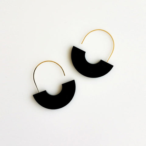 Hyworks - Arch Earrings: Black