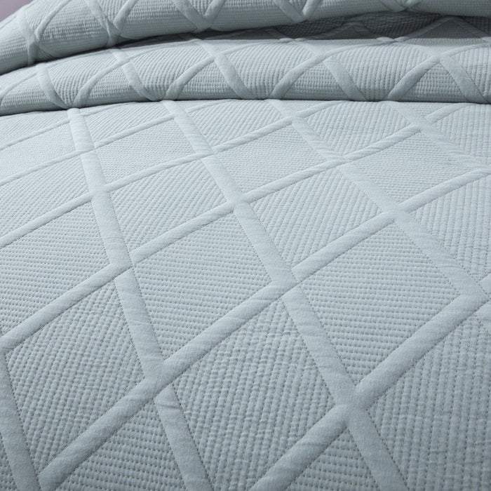 Tache Solid Light Grey Silver Soothing Pastel Soft Cotton Geometric Diamond Stitch Pattern Lightweight Quilted Bedspread 3 Piece Set Queen
