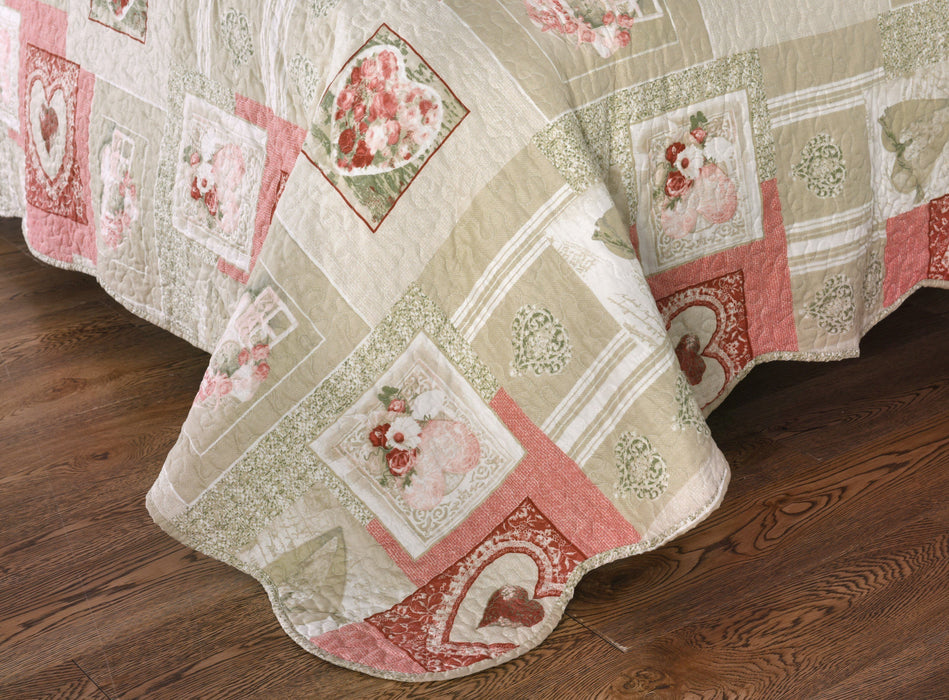 Tache Dainty Sweetheart Cottage Patchwork Quilted Coverlet
