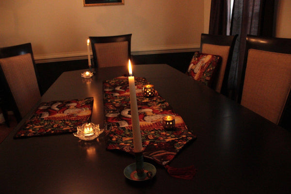 Table Linen  - Tache 8 Piece Down The Chimney Table Linen Set, 2 Table Runners, 2 Cushion Covers, And 4 Placemats