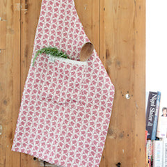 Stylish and practical, the Tori Murphy 100% cotton aprons make the perfect accompaniment to any kitchen.