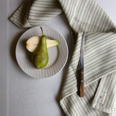 Simple, stylish, practical. Tori Murphy tea towels are 100% cotton, machine washable and made in England.