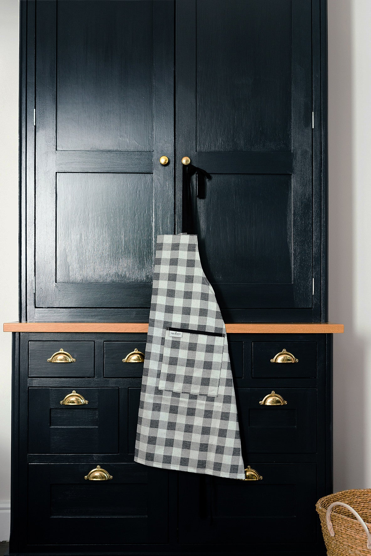 Woodhouse Check Apron Black