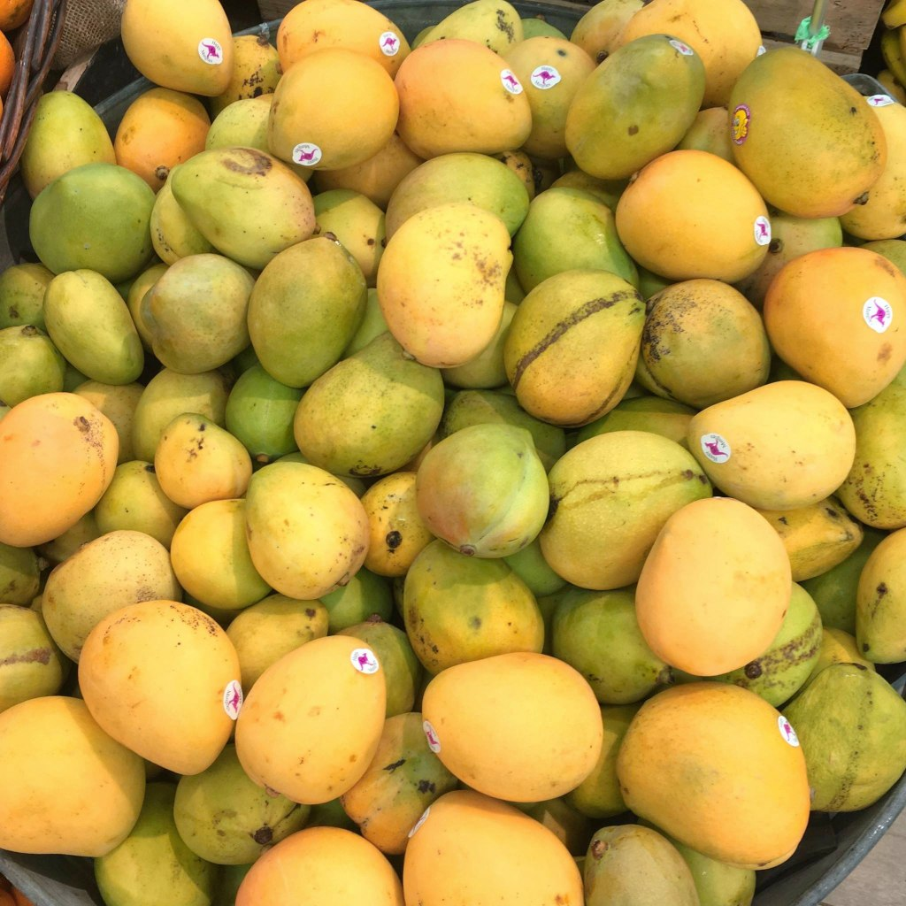 Harris Farm Imperfect Pick Mangoes
